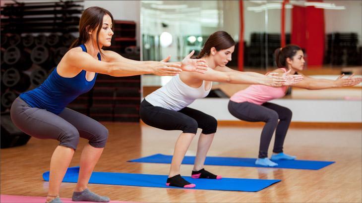 Почему болят колени при приседании и что делать чтобы вылечиться?