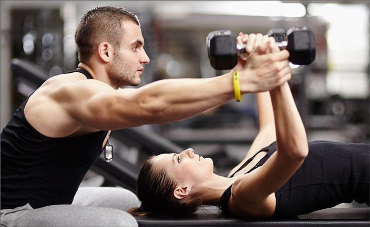 Как стать успешным фитнес-тренером и можно ли пробиться без образования и с нуля?