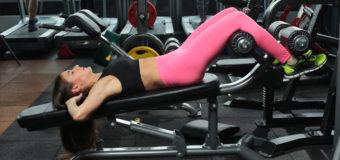Топ-3 упражнения для плоского живота, которые можно выполнять на стуле для пресса