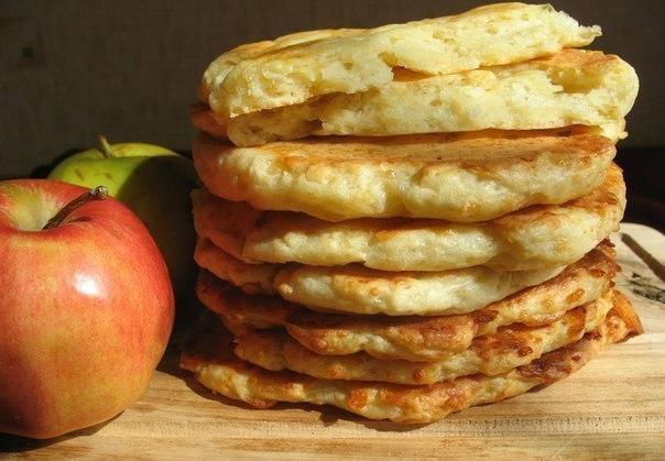 Яблочно творожные лепешки