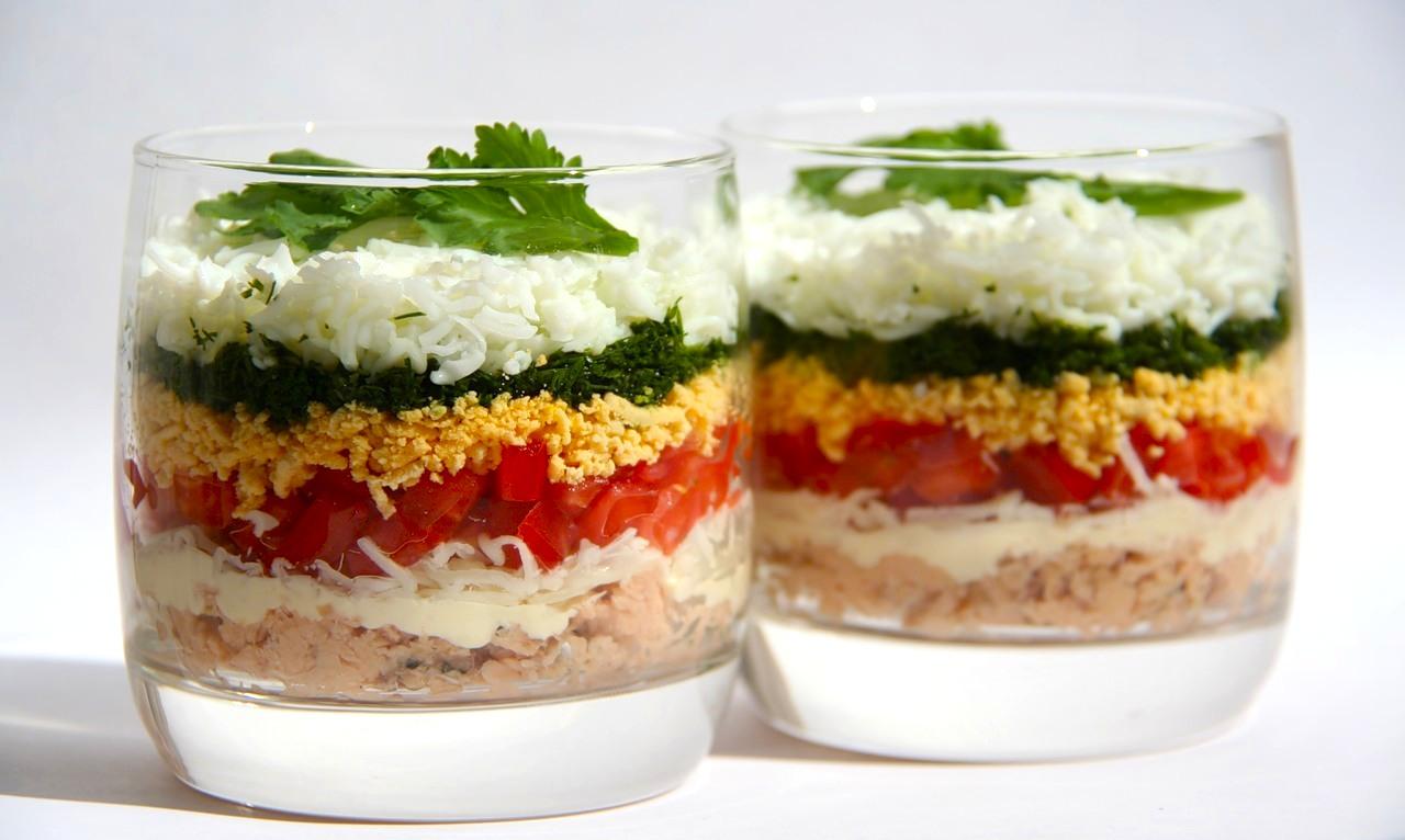 Лёгкий слоёный салат