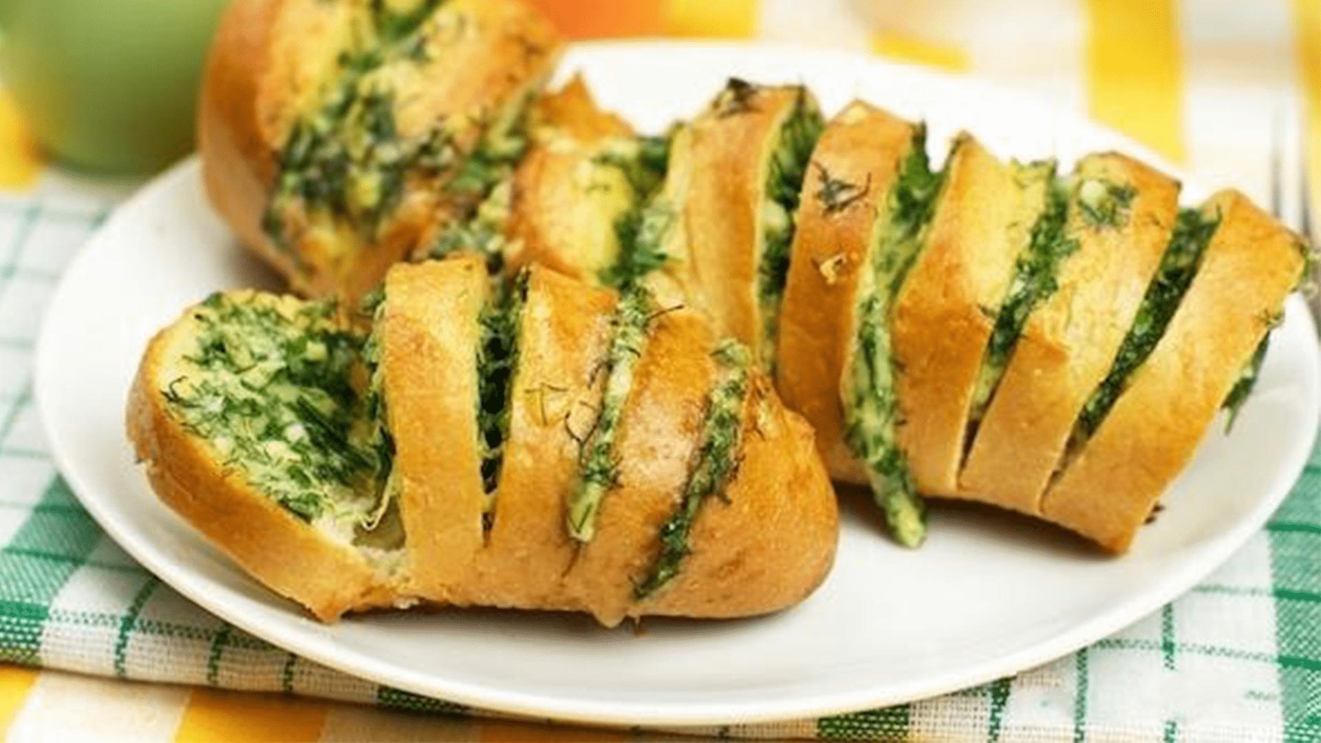 zapechennyj-chesnochnyj-hleb-s-syrom